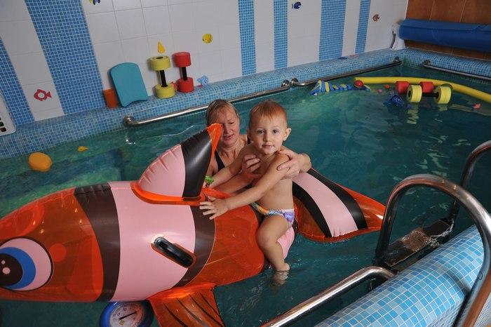 Обучение плаванию новорожденных